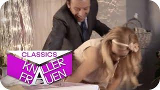 Scharfe N*cktfotos [subtitled] | Knallerfrauen mit Martina Hill