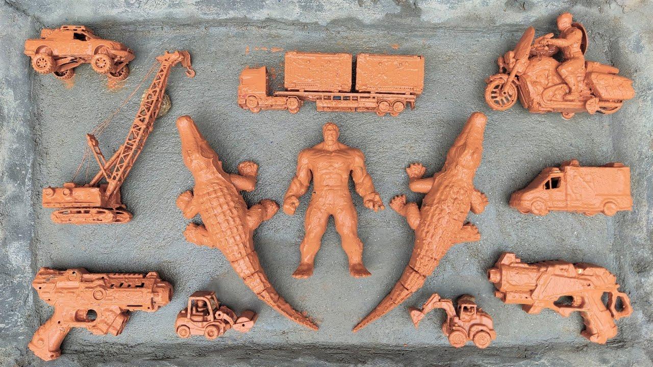 Temukan dan Membersihkan Mainan Excavator, Roller, Crane, Ambulans dan Mobil Polisi