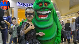 Kids Costume Runway Show with Halloween Celebrating for kids playtime & Vlog