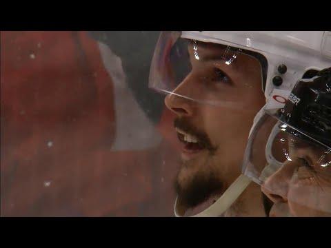 Gotta See It: Jimmy Howard stuns Erik Karlsson with huge glove save