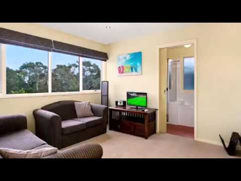 Holiday Accommodation and Holiday Homes Ocean Grove.  Ocean Groove Villa.  Great Ocean Stays