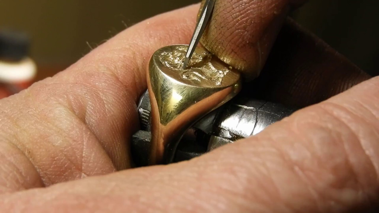 Signet ring with Family Crest ... Engraved in Canada - YouTube
