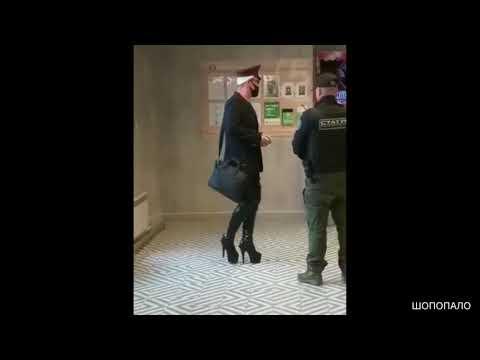 В Челябинске мужчина в необычной одежде повздорил в Пятерочке и получил по лицу. 18 +