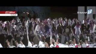 الملك سلمان يشارك ملك البحرين رقصة شعبية في المنامة (فيديو)