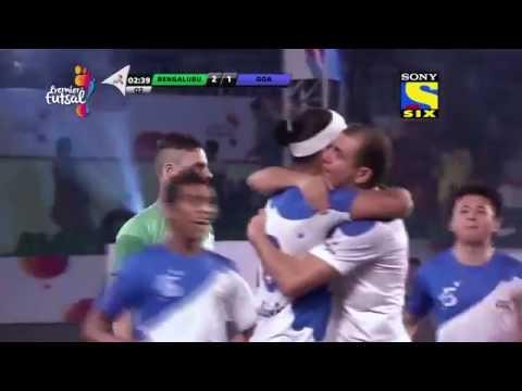 Indian Premier Futsal League: Ronaldinho & Giggs vs Scholes