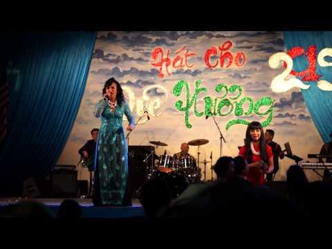 Thanh Tuyen hat Hoi Cho Tet 2/15/2015