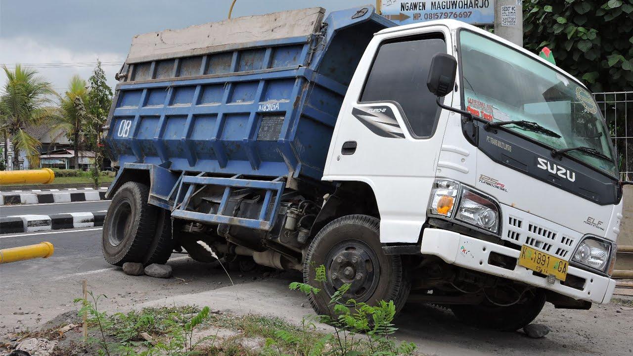 Overloaded Isuzu Elf Dump Truck Stuck   YouTube