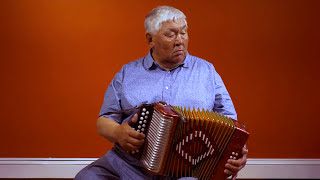 Simeonie Keenainak the great Inuit button accordion player of Pangnirtung: Kajjaanaqtuq