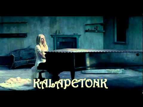 Avril Lavigne Nyanyi Lagu Sundaan