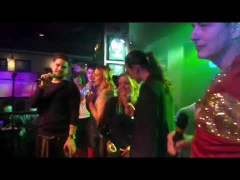 The 100 cast does Karaoke/Dragon Con 2017