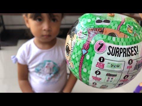 Balita Unboxing Mainan Anak LOL Palsu - Fake Surprise Dolls Tapi Lucu