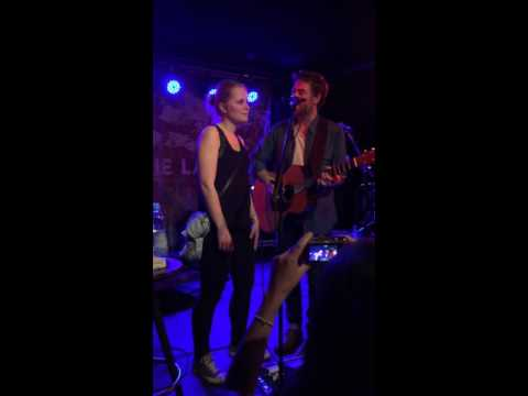 Jamie Lawson - In Our Own Worlds -  Surprise Duet with Fan on Stage  -  Munich