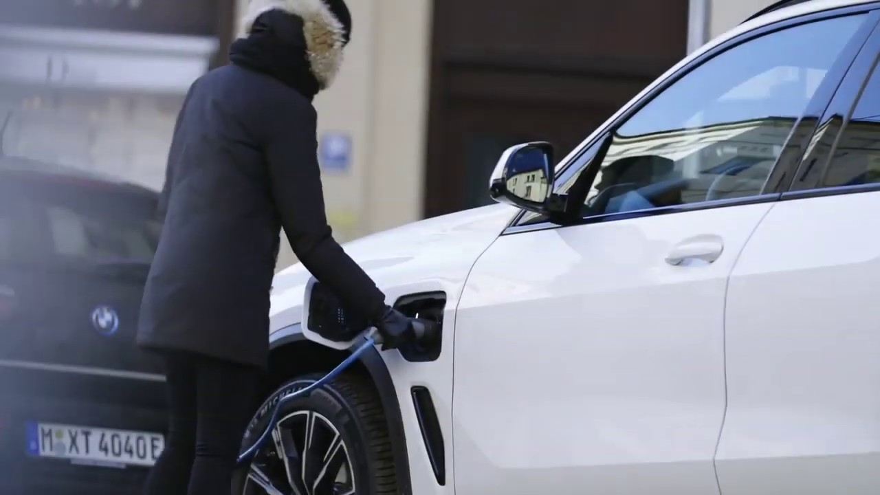 Market launch of BMW X5 xDrive45e plug-in hybrid
