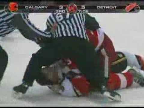 Phaneuf vs Lilja Nov 27, 2007