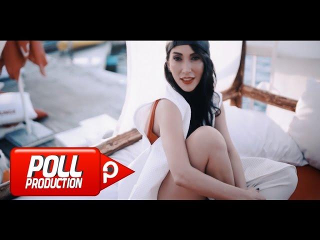 Hande Yener Deli Bile Official Video Youtube