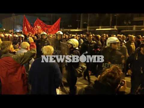 newsbomb.gr: Πολυτεχνείο: Επίθεση στο μπλοκ του ΣΥΡΙΖΑ