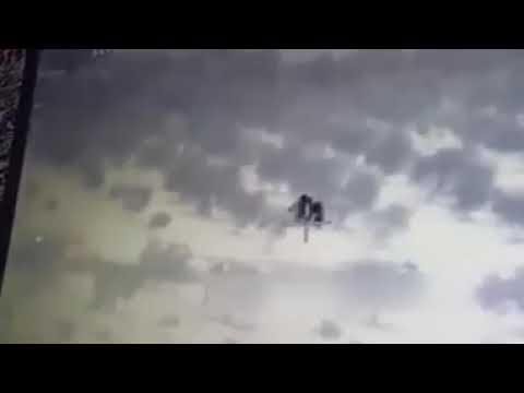 Afrin'de yağan bombalara sevinçle yakalamaya çalışan hevaller....