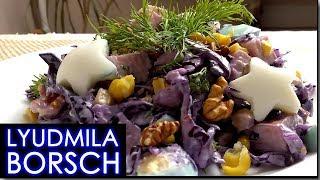 Салат с синей капустой, орехами и ветчиной.