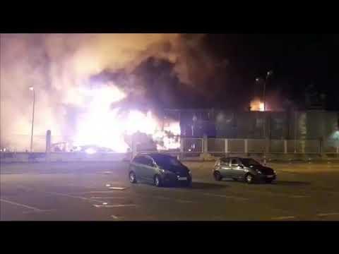 Alarma por un incendio en el astillero de Praceres