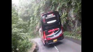 Bus Besar Lewat Jalur Extrim Gladak Perak Piket Nol Lumajang