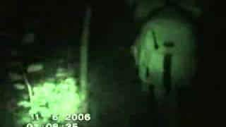 Туристы засняли мутанта в Чернобыле за трапезой реальные события(, 2011-02-24T13:37:36.000Z)
