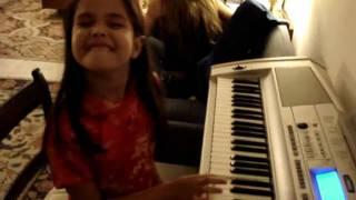 Carolina Pita Tocando a  Nona Sinfonia de Beethoven (7 anos)