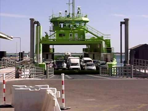 Ferry a chegar ao porto de Setubal
