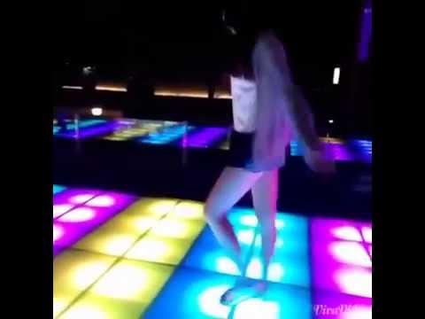 Girl xinh nhảy đẹp + nhạc quá hay (Y)