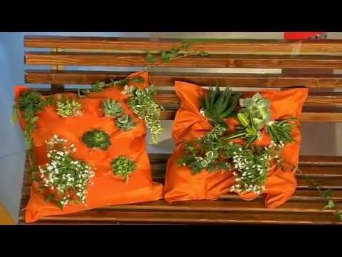 Украшения для дачи своими руками. Подушка с живыми цветами