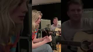 Wolf Alice - The Last Man On The Earth (live/acoustic)