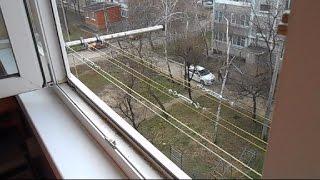 видео Веревки для белья на балкон: как повесить и натянуть, крепление