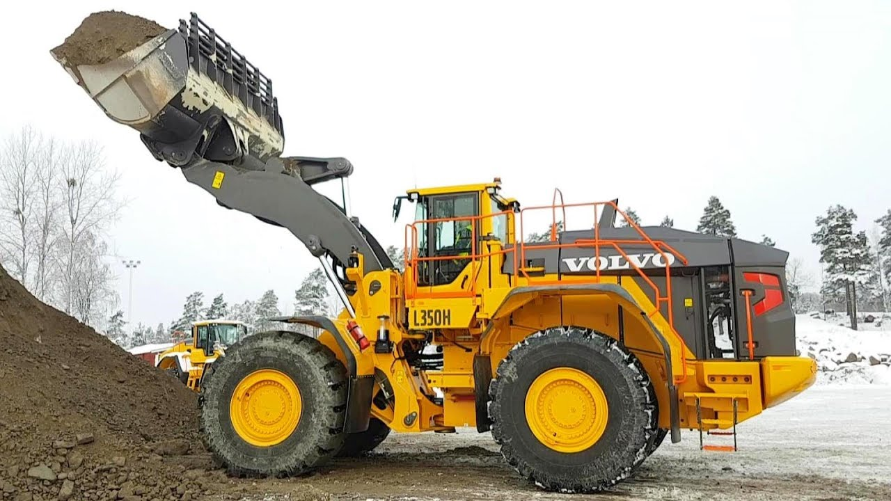 The New Big Volvo L350H Wheelloader Being Tested - YouTube