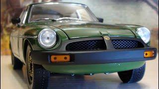Британская классика: 1/18 1975 MG B GT Jubilee Edition Coupe