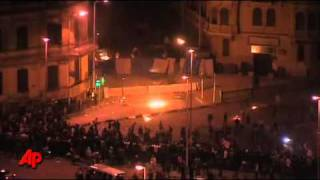 Egyptian Protesters Hang on Through Clashes