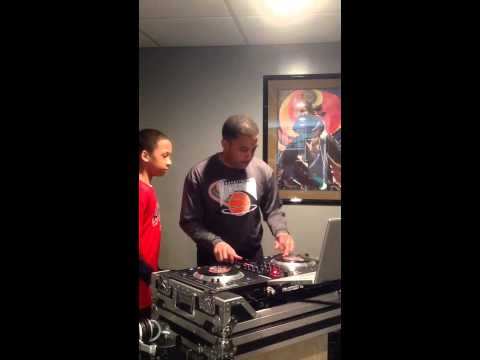 """Drake """"0 To 100/The Catch Up""""- Scratching On Numark NS7 - Father/Son"""