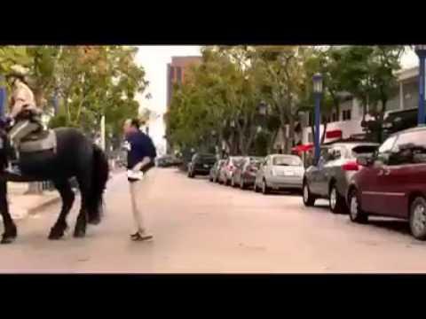 At adama vururken adam uçuyor