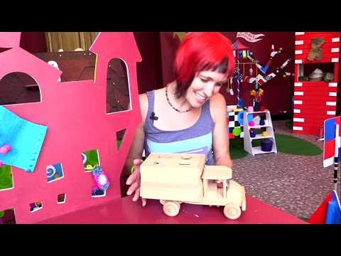 Видео для Детей. Интересное путешествие с Машей. Музей варежки. Развивающие машинки