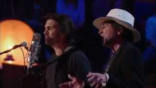 "MTV Unplugged | Juanes & Joaquín Sabina interpretan ""Azul Sabina"""