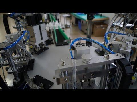 E liquid filling capping machine tested show for USA buyer Línea de embotellado líquidos automático