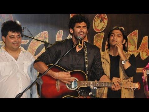 Aashiqui 2 | Sun Raha Hai Live Performance - Aditya Roy Kapur