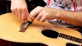 Как правильно поменять (заменить) струны на акустической гитаре(Время от времени нужно менять струны на гитаре, чтобы звук оставался ярким и свежим. Кроме того, струны иног..., 2015-06-01T08:59:52.000Z)