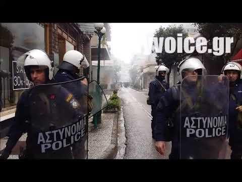 Ενταση και χημικά από τα ΜΑΤ σε πορεία οπαδών του Αρτέμη Σώρρα στο Αγρίνιο