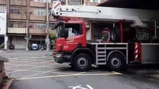 鳳山31 火警出勤 Fengshan 31   Aerial ladder fire-fighting truck responding Kaohsiung city fire department