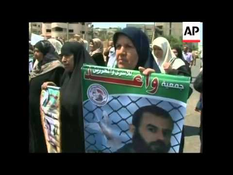 Captured Israeli soldier's family, mothers of Palestinian prisoners' demo
