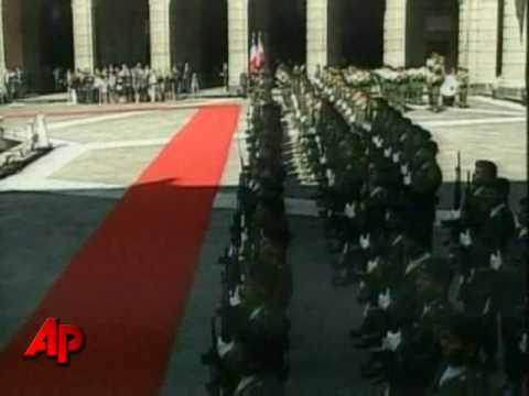 Raw Video: Sarkozy and Wife Visit Mexico