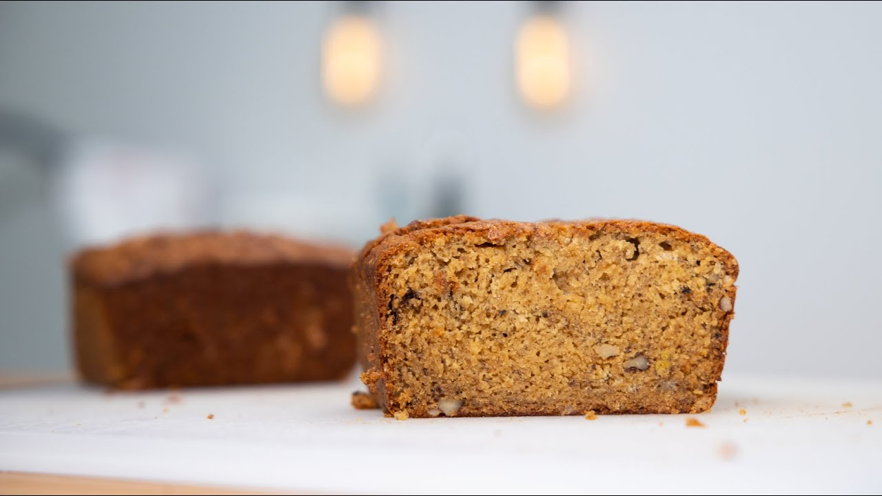 THE ABSOLUTE BEST BANANA BREAD