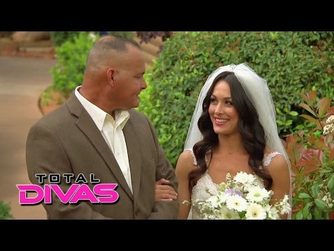 Guests Arrive For Brie Bella And Daniel Bryan's Wedding: Total Divas Preview, Season Finale