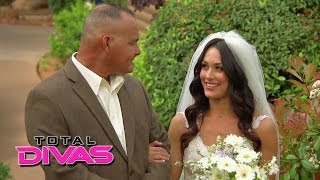 guests arrive for brie bella and daniel bryan s wedding total divas preview season finale