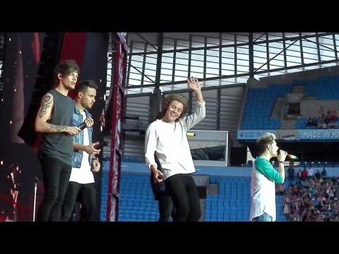 Happily One Direction WWA Manchester (31.5.14)