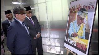 King visits Monarch exhibition at Balai Berita